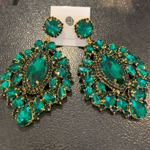 Emerald green stones and gold earring